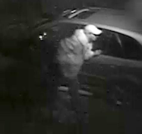 Suspects à identifier pour une introduction par effraction et vol de guichet automatique dans un établissement licencié de Lanoraie