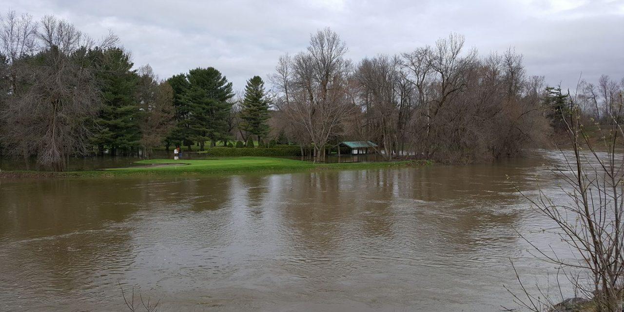 Des trous du club de golf de Joliette inondés