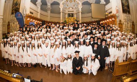 Les éleves de la 67e cohorte du collège Esther-Blondin recoivent leur diplôme d'études secondaire honorifique
