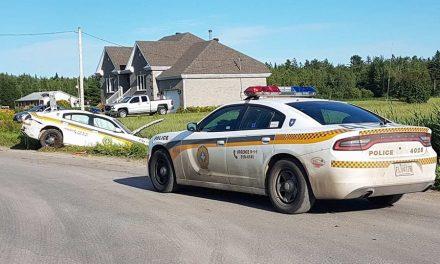 Un policier de la SQ fait une sortie de route