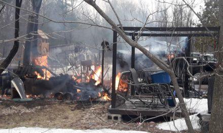 Un garage résidentiel détruit par un incendie