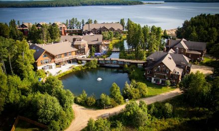 Journée d'accueil pour les jeunes de la communauté atikamekw à l'Auberge du Lac Taureau