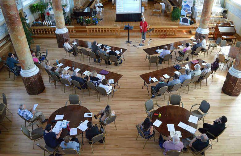 Réunis pour réfléchir sur l'avenir des églises concertation en patrimoine religieux de D'Autray