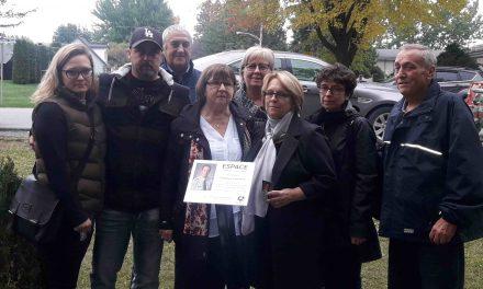 Une plaque commémorative en mémoire de Dominique Courchesne est dévoilée