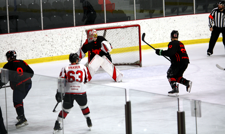 Les Loups se sauvent avec une victoire de 5-4 à Saint-Roch