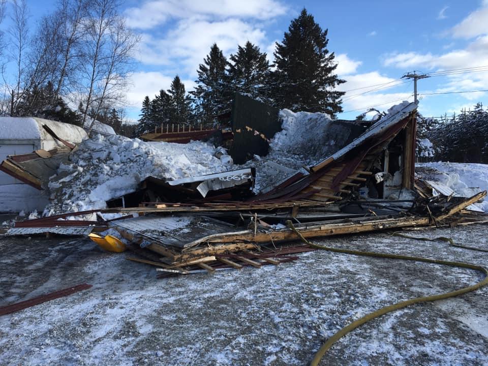 effondrement, toit d'un garage, incendie, Saint-Félix-de-Valois