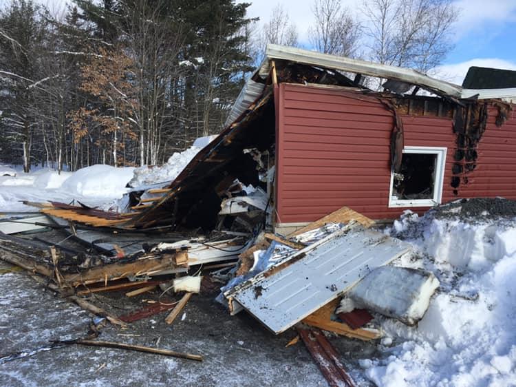 Saint-Félix : Le toit d'un garage s'effondre lors d'un incendie