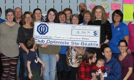 Le Club Optimiste de Sainte-Béatrix remet 16 510 $ à la Fondation pour la Santé grâce à la 17e édition de son Berce-O-Thon!