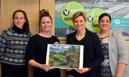 Grande gagnante du concours de photos  « J'aime mon travail agricole »