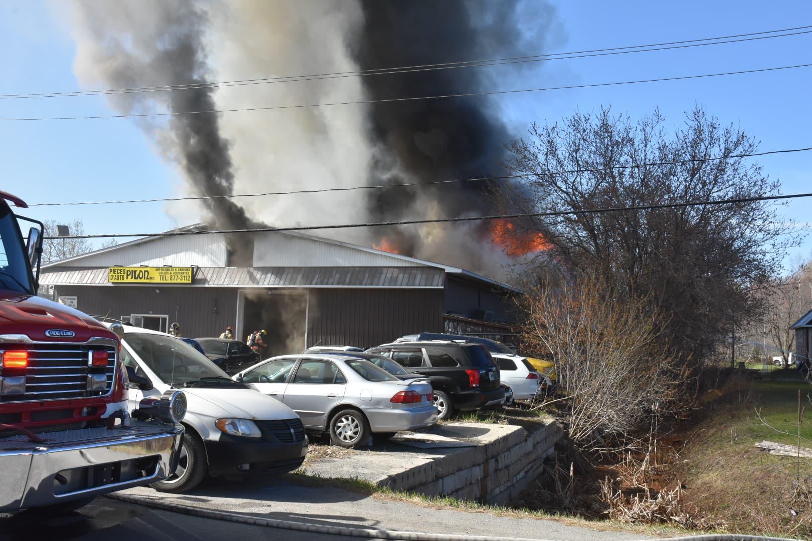 commerce, pièces d'auto, incendie, Saint-Lin
