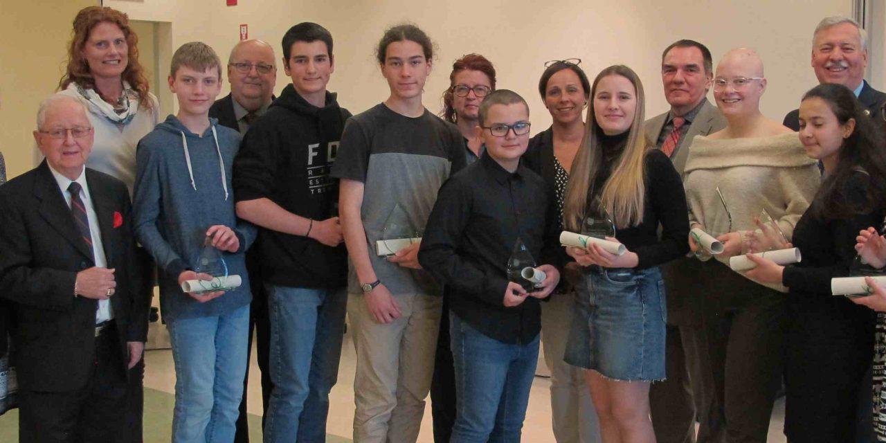 Le conseil des commissaires rend hommage à des élèves de l'école secondaire Thérèse-Martin