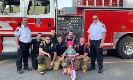 Le courage d'une fillette de trois ans honoré par le service des incendies de Saint-Félix-de-Valois