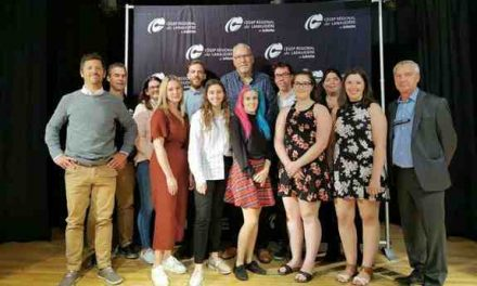 La Fondation de la Société de Développement International de Lanaudière remet une bourse de 2500 $ à des étudiants du Cégep régional de Lanaudière à Joliette