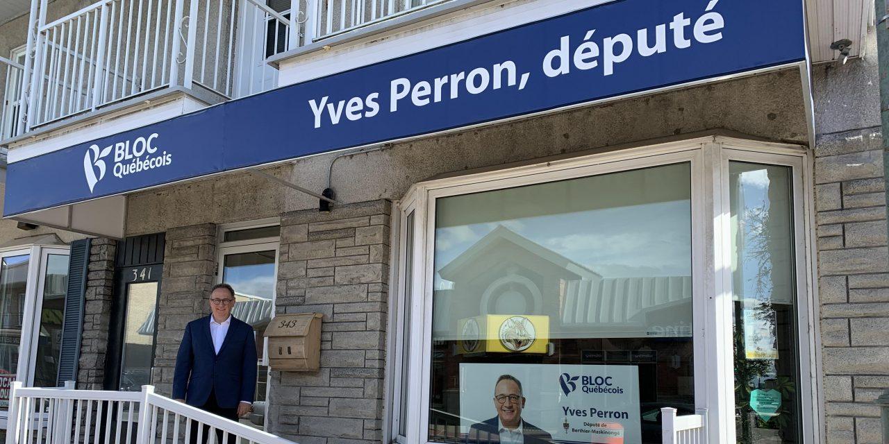 Le député de Berthier-Maskinongé Yves Perron procède à la réouverture de son bureau de circonscription