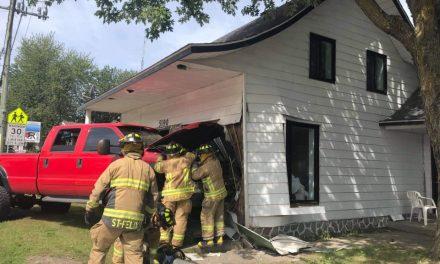 Un camion percute une maison à Saint-Félix-de-Valois
