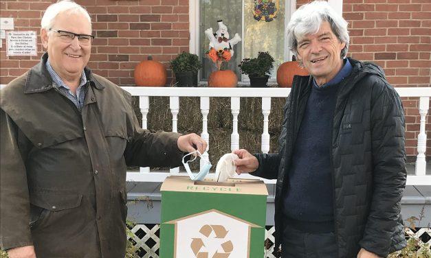 Boîte de recyclage des masques à usage unique à Sainte-Béatrix