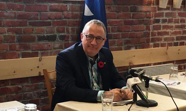 Les députés du Bloc Québécois Luc Désilets et Yves Perron rendent hommage aux vétéranes et aux vétérans du Québec
