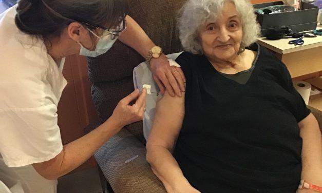 COVID-19 – Les premiers vaccins contre la COVID-19 administrés dans la région