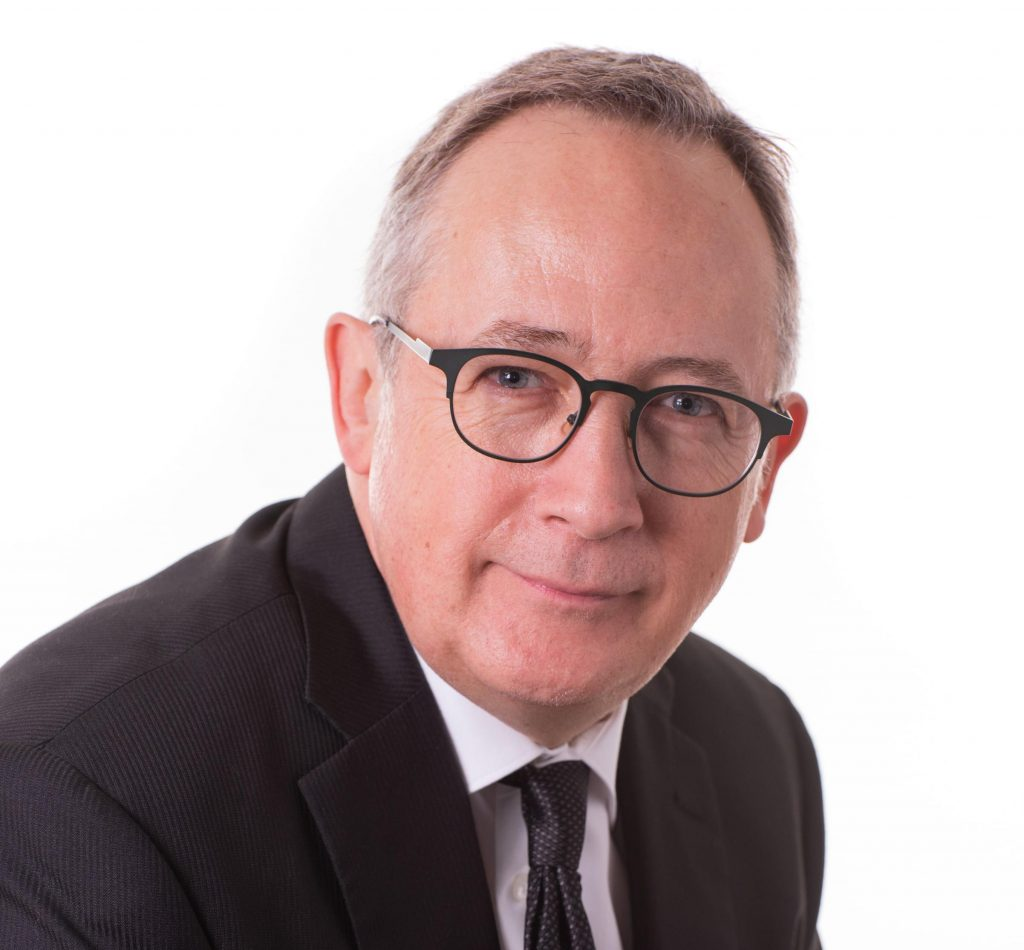 Yves Perron soutient la FADOQ contre la création de deux classes d'aînés