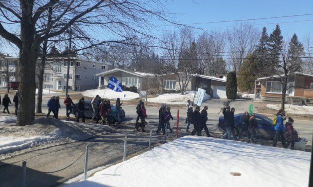 Manifestation contre les mesures sanitaires à Joliette et Saint-Lin