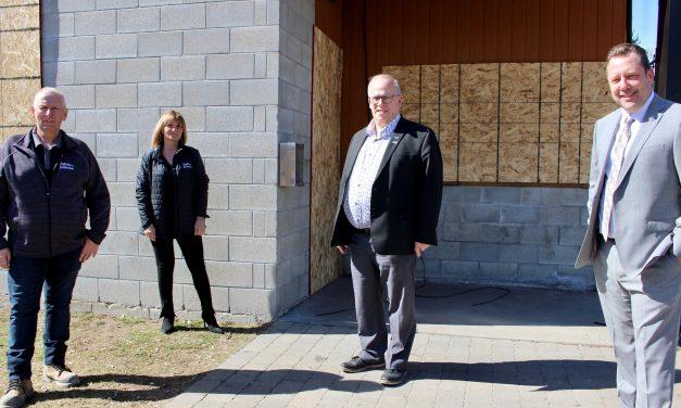 Louis-Charles Thouin se réjouit des investissements de 480000 $ pour que le chalet du parc Quatre-vents de Sainte-Julienne soit reconstruit et agrandit