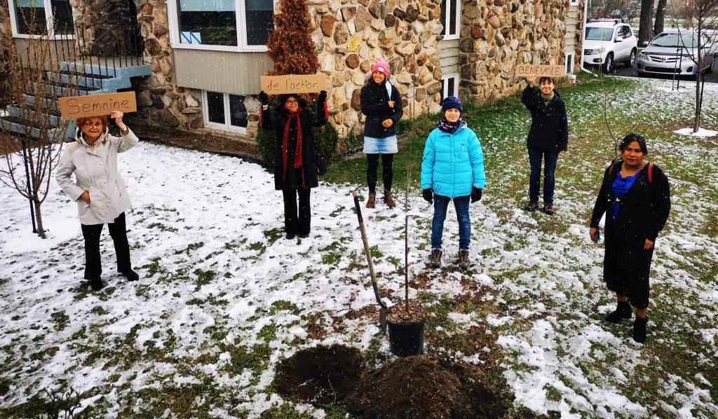 Le CRÉDIL souligne l'implication des nombreux bénévoles au sein de l'organisme et célèbre le jour de la terre, en donnant racine à un arbre fruitier.