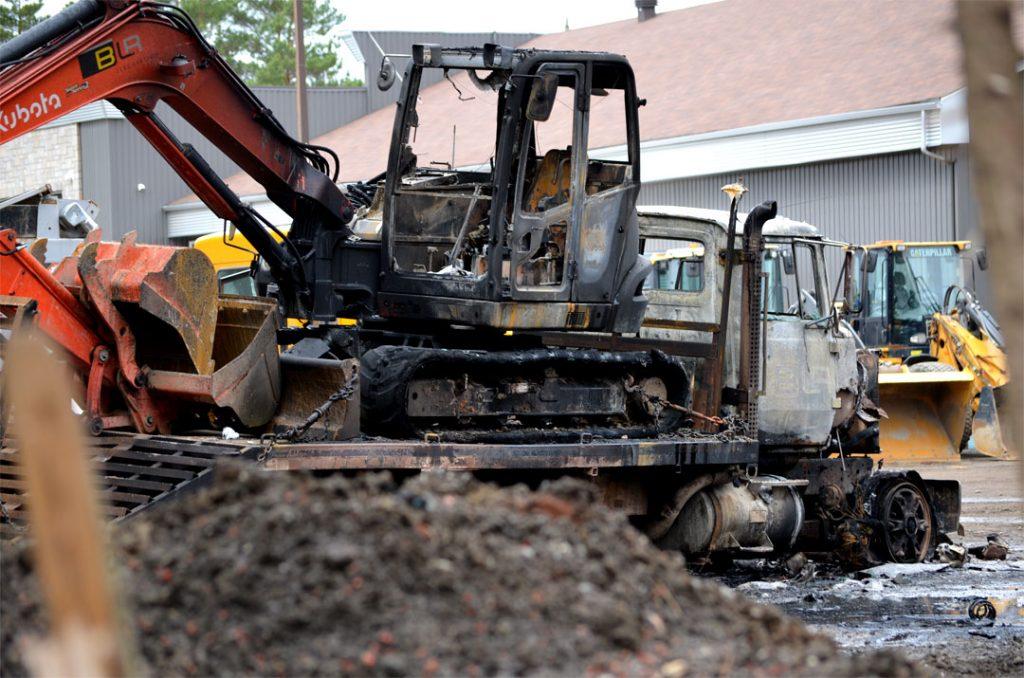 Saint-Charles-Borromée : incendie suspect d'équipements d'excavation