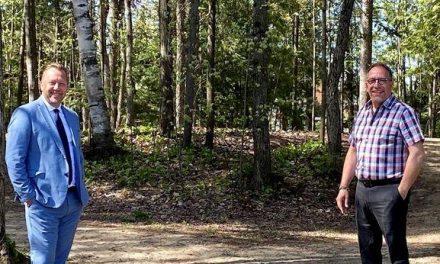 Louis-Charles Thouin dévoile des investissements de 16 000 $  pour aménager les sentiers du parc de l'Aubier à Saint-Lin-Laurentides