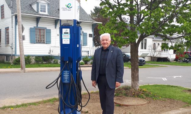 Mise en service de deux bornes de recharge pour véhicules électriques à Lanoraie