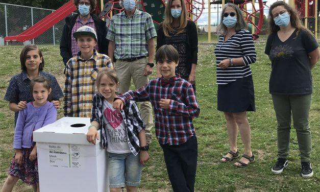Boîte de recyclage des masques à usage unique à l'école Panet