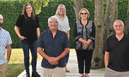 Suzanne Dauphin présente les candidats à Notre-Dame-des-Prairies