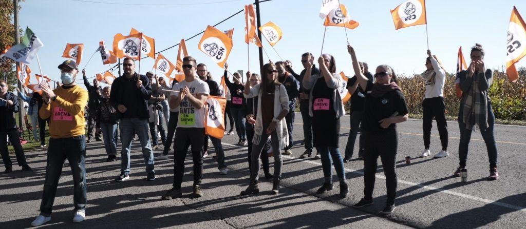 Demi-journée de grève au Collège Esther-Blondin : le corps professoral s'impatiente